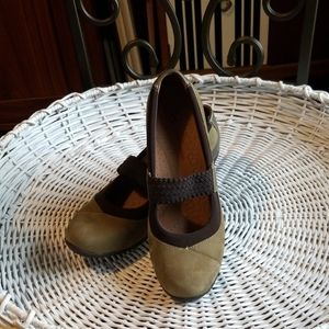 Hush Puppy Size 9.5 genuine leather upper shoe.